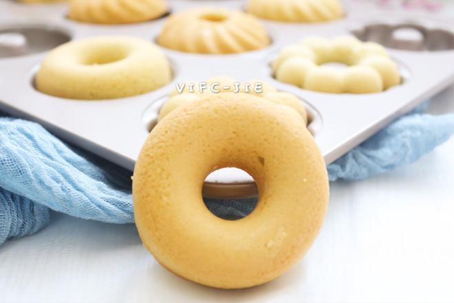 海绵分蛋法黑豆浆甜甜圈蛋糕成品图