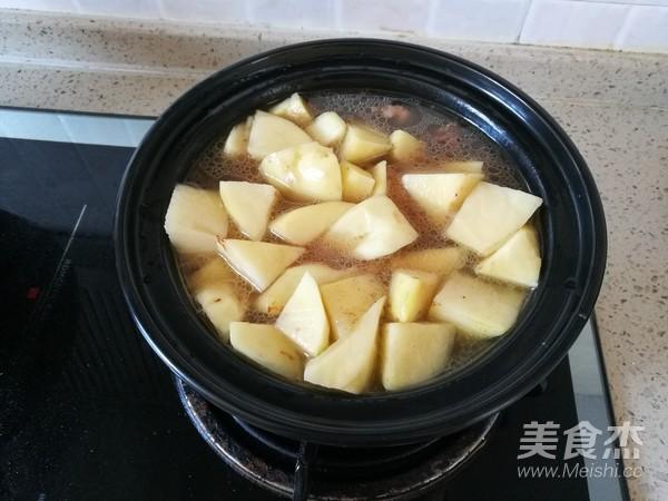 西红柿土豆牛腩煲怎么炒