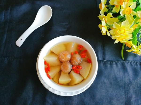 电饭煲版雪梨龙眼甜汤成品图