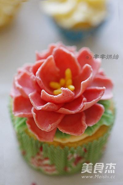 花朵纸杯蛋糕成品图