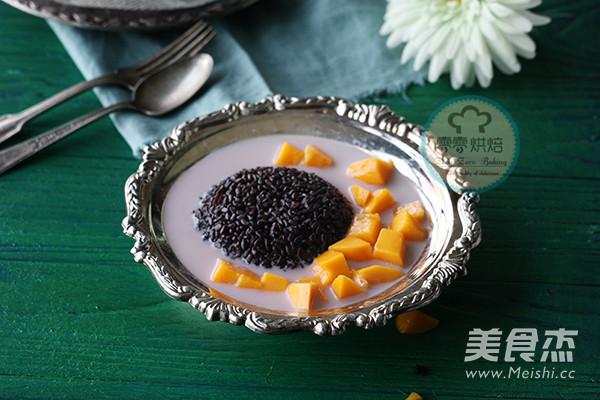 椰汁芒果黑米捞成品图
