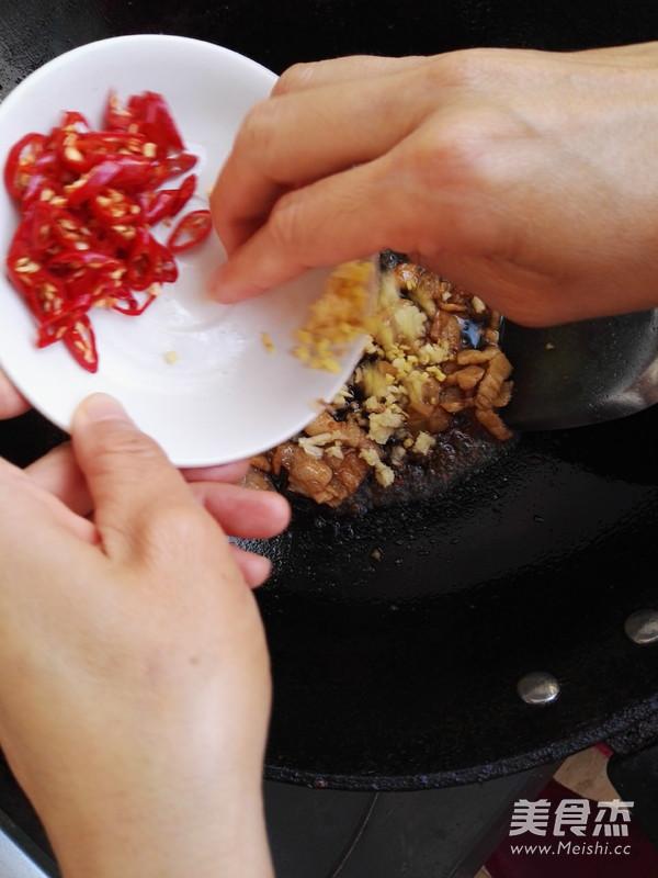 五花肉炒白菜的简单做法