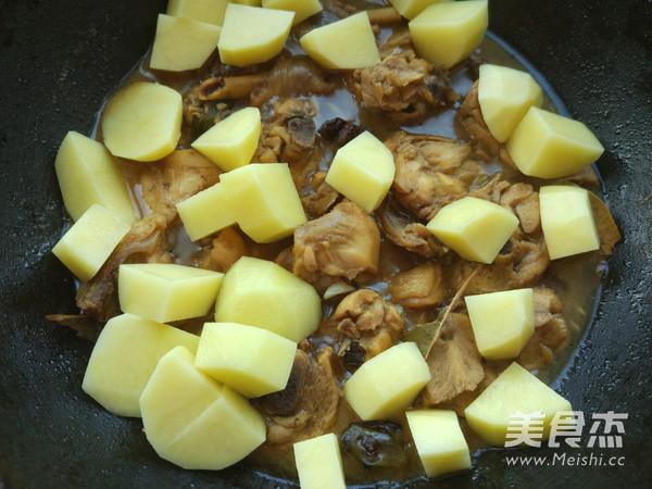 家常土豆焖鸡块怎么炒