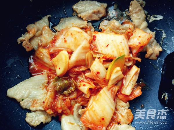 辣白菜炒五花肉樱花味道怎么吃