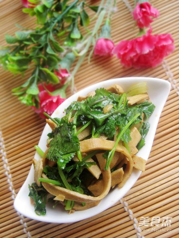 香菜炒豆皮的做法 香菜炒豆皮怎么做