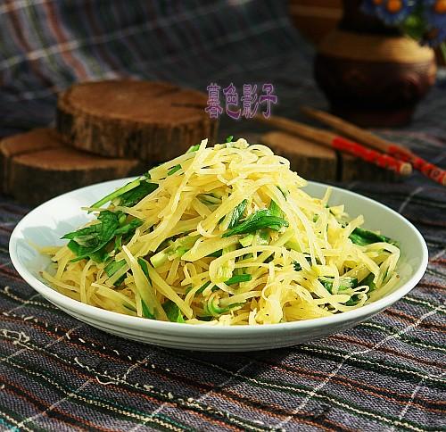 韭菜炒土豆丝成品图