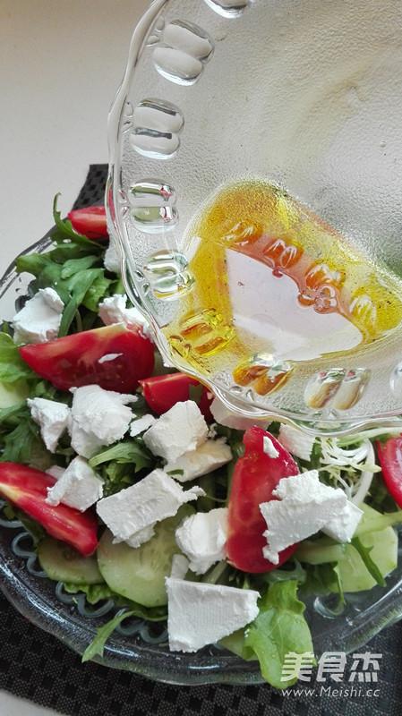 白奶酪蔬菜沙拉怎么做