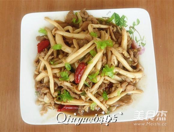 肉炒海鲜菇成品图