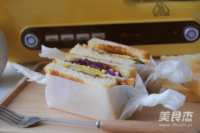美味早餐三明治成品图