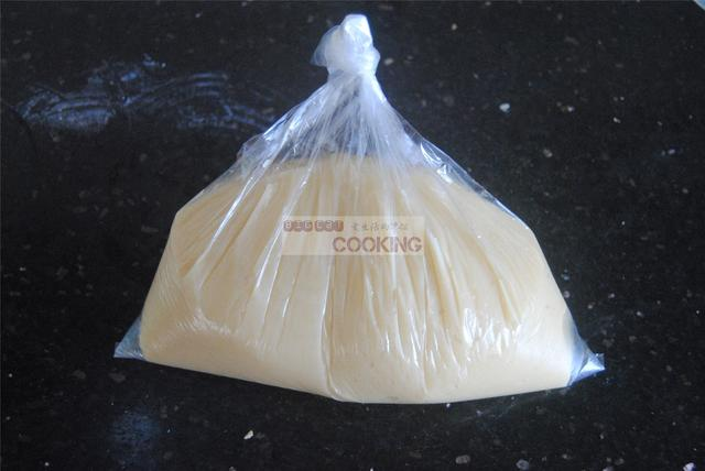 广式蛋黄莲蓉月饼的家常做法