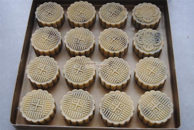 广式蛋黄莲蓉月饼怎么煮