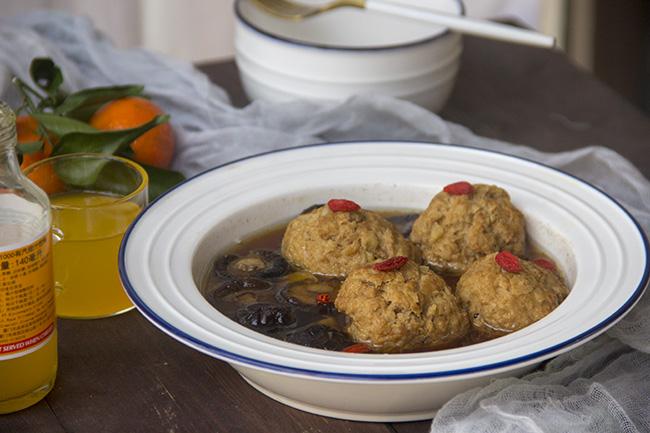 美食DIY —香菇肉汁獅子頭