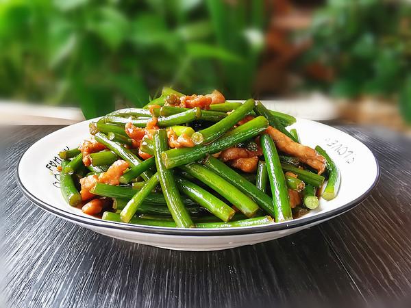 蒜苔肉丝成品图
