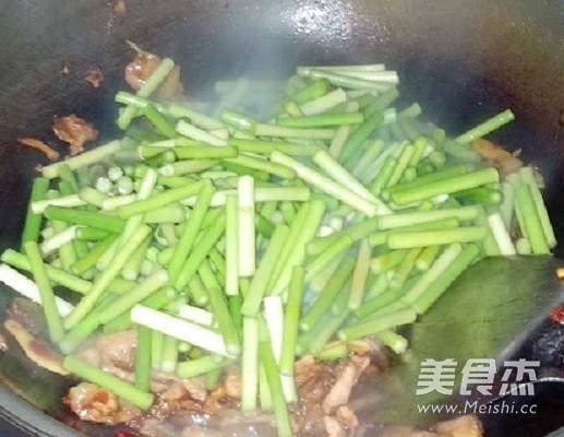 蒜苔炒肉的家常做法