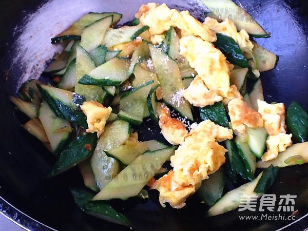 黄瓜炒鸡蛋怎么炒