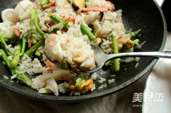 海鲜芦笋烩饭成品图