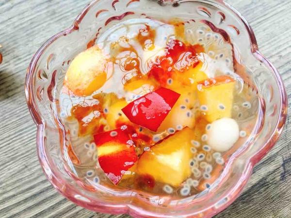 桃胶圆子糖水成品图