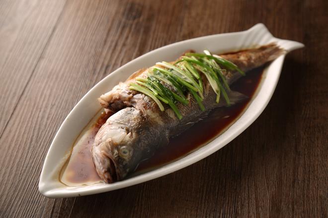 清蒸鲈鱼成品图