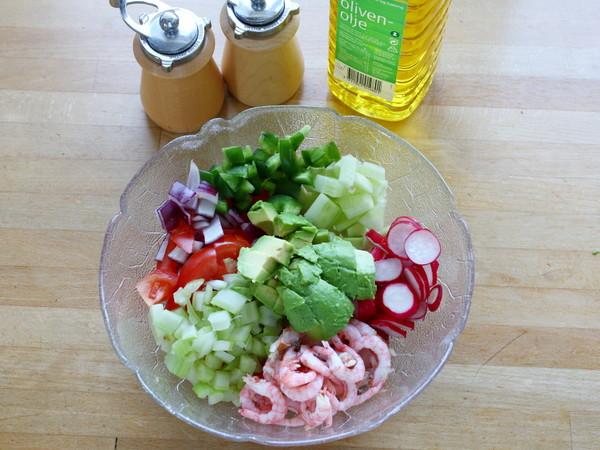鳄梨北极甜虾沙拉的简单做法