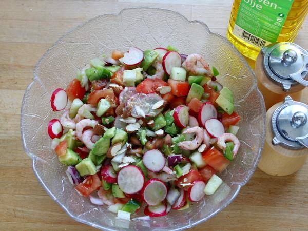 鳄梨北极甜虾沙拉怎么做