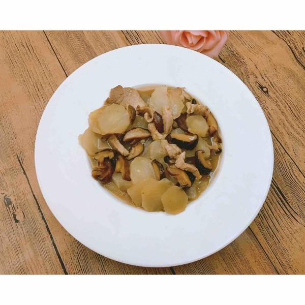 芥菜头炒香菇肉丝成品图