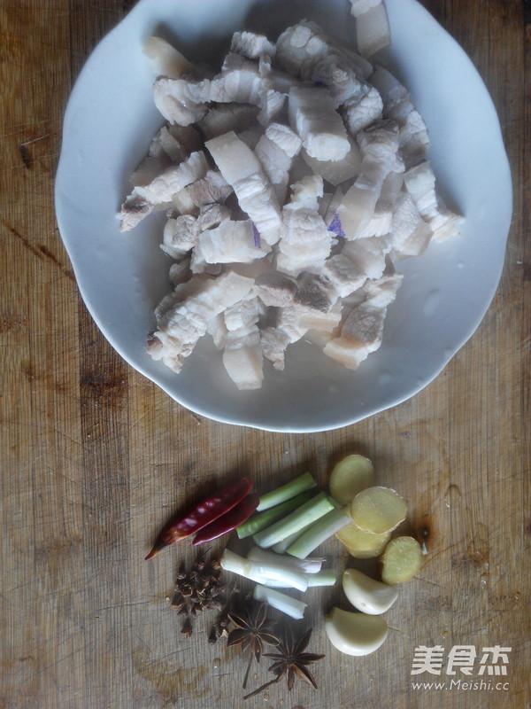 五花肉炖土豆的简单做法