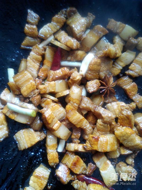 五花肉炖土豆怎么做