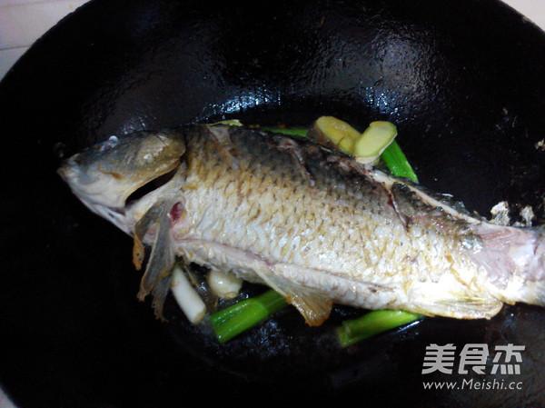 家常红烧鲤鱼的简单做法