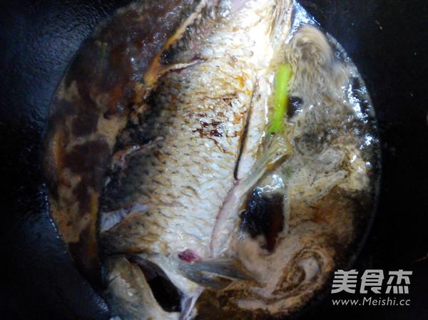 家常红烧鲤鱼怎么吃