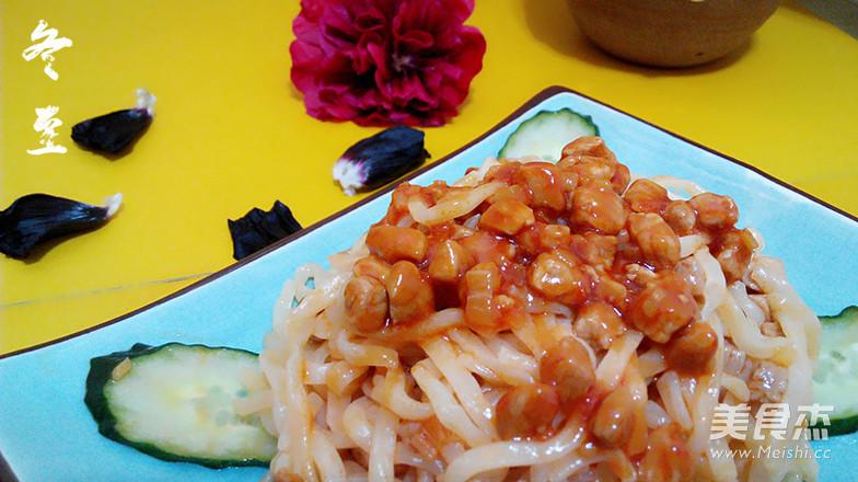 番茄酱肉丁拌面成品图