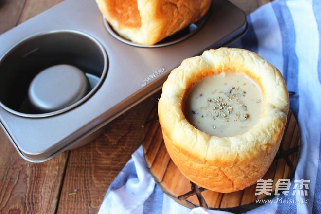 蛤蜊浓汤面包盅成品图