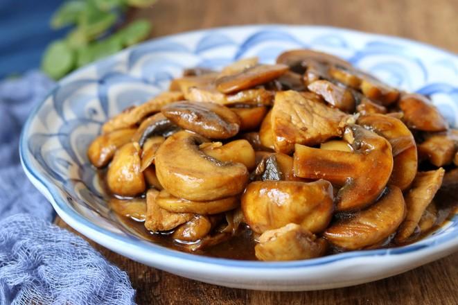 蘑菇炒肉片成品图