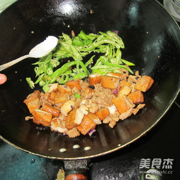 酱香豆腐炒肉怎么煮
