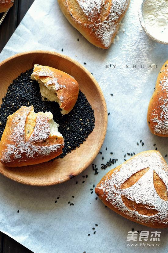 黑芝麻藜麦面包成品图