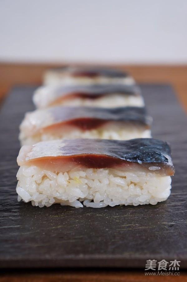 鲭鱼押寿司成品图