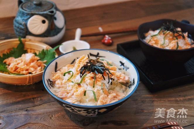 三文鱼茶泡饭成品图