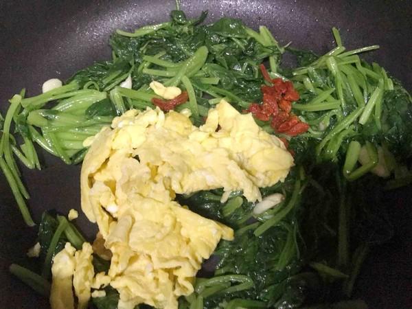 枸杞菠菜炒鸡蛋怎么做