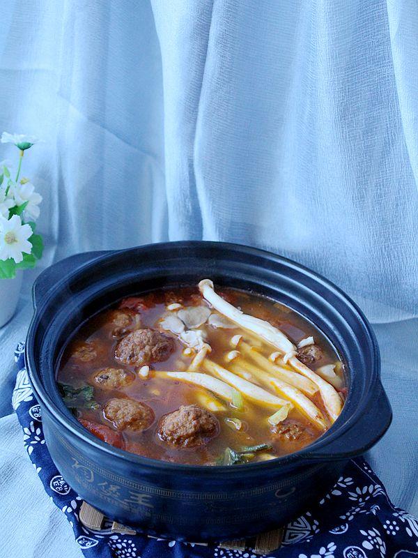 酸汤肉丸砂锅成品图