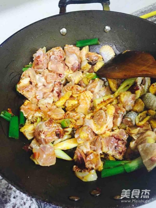 土豆焖鸡的简单做法