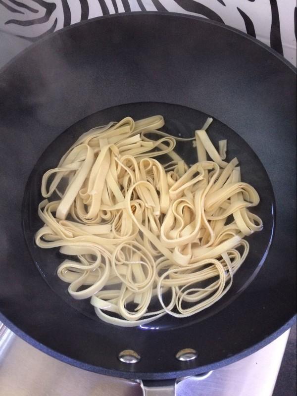 酱炒豆腐皮的简单做法