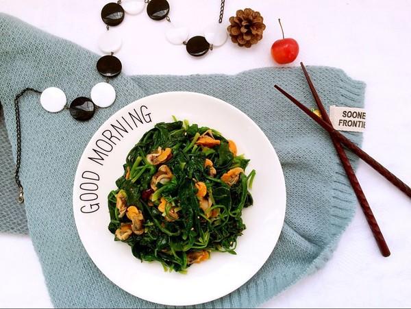 毛蛤肉拌菠菜成品图
