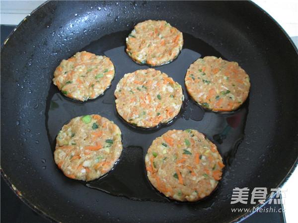 胡萝卜猪肉饼怎么炒