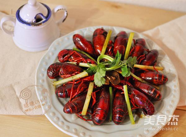 红酒麻辣小龙虾成品图