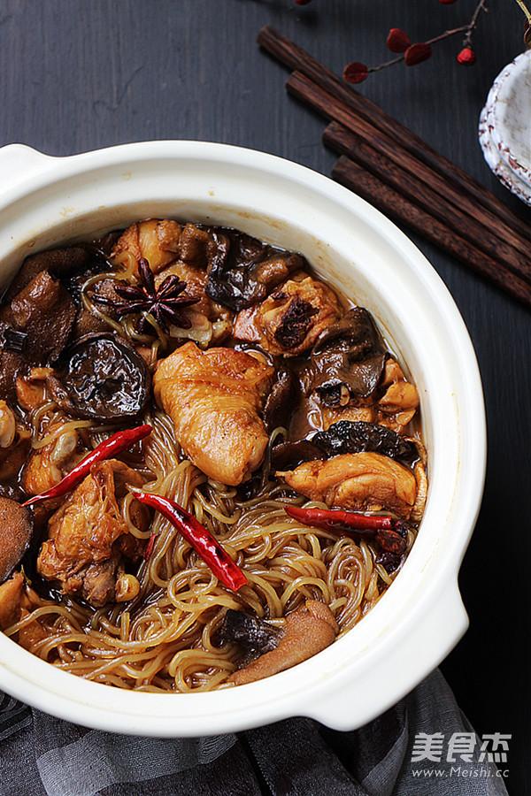 松蘑炖鸡成品图