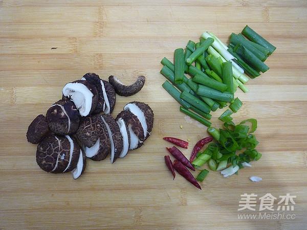 香菇烧豆腐角怎么吃