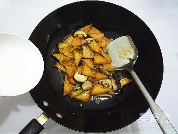 香菇烧豆腐角怎样做