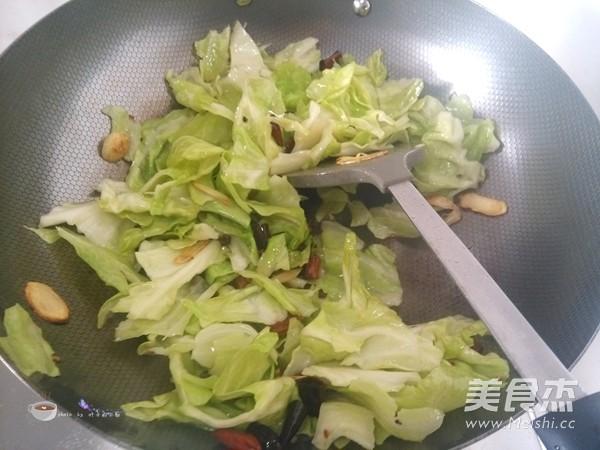 炝炒圆白菜怎么煸