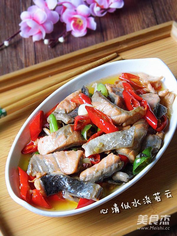 尖椒炒三文鱼成品图