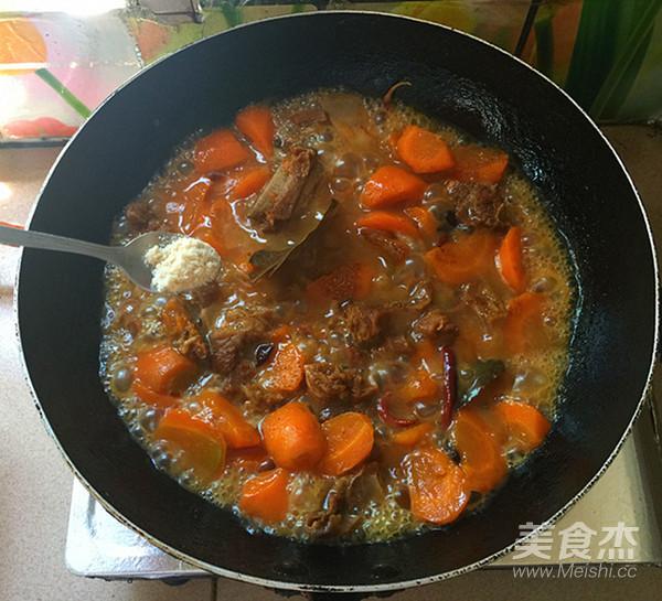 胡萝卜烧牛腩的制作方法
