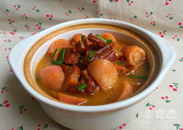 红皮萝卜焖腊猪腿肉成品图
